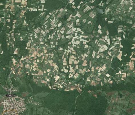 Así se ven las Lomas de Cabezas desde un satélite, los rectángulos son los campos cultivados