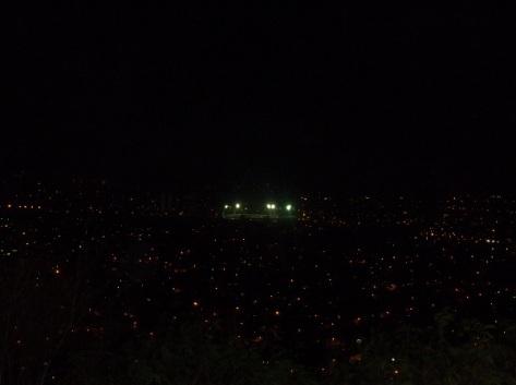 Foto tomada desde la Loma de la Cruz, donde se observa el Estadio Calixto García, esa noche jugaba Matanzas contra Holguín